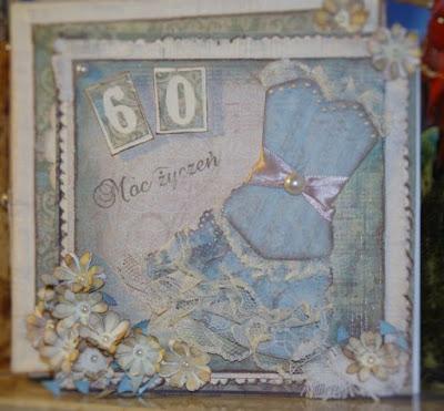 niebieska kartka urodzinowa z sukienką na 60-tkę