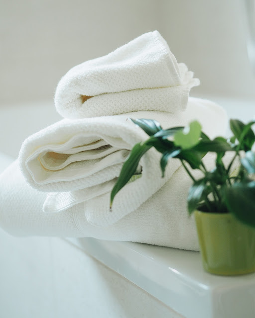 Kushel towel combines the absorbency of beech wood fibers – sustainably raised!-  with  organic cotton. The wood fibers make the towel stay soft, help it absorb more water and increases breathability.