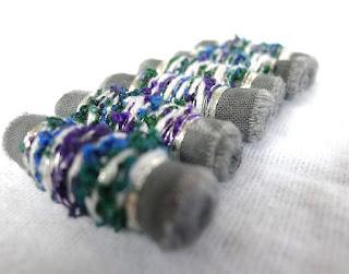 perles textile, fiber beads, couture, gris, bleu, vert, argent