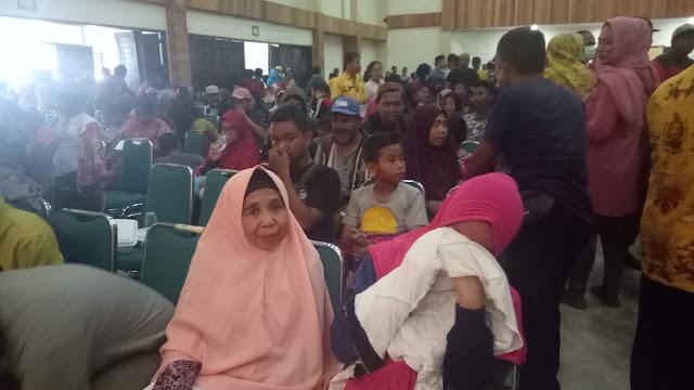 Isak Tangis Sambut Kedatangan Korban Gempa Palu di Soppeng