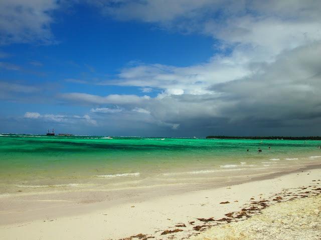 プンタカナの青い海と空