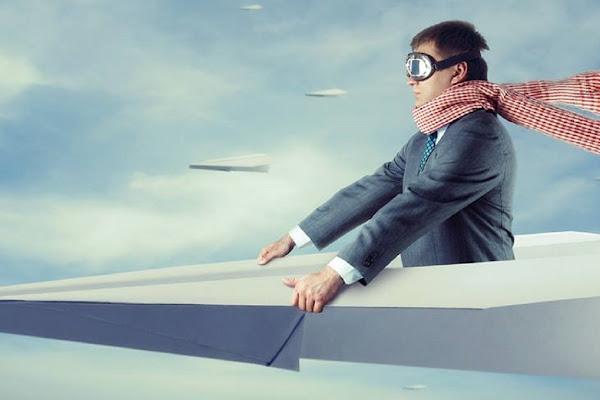 坐在紙飛機上的 VR 感
