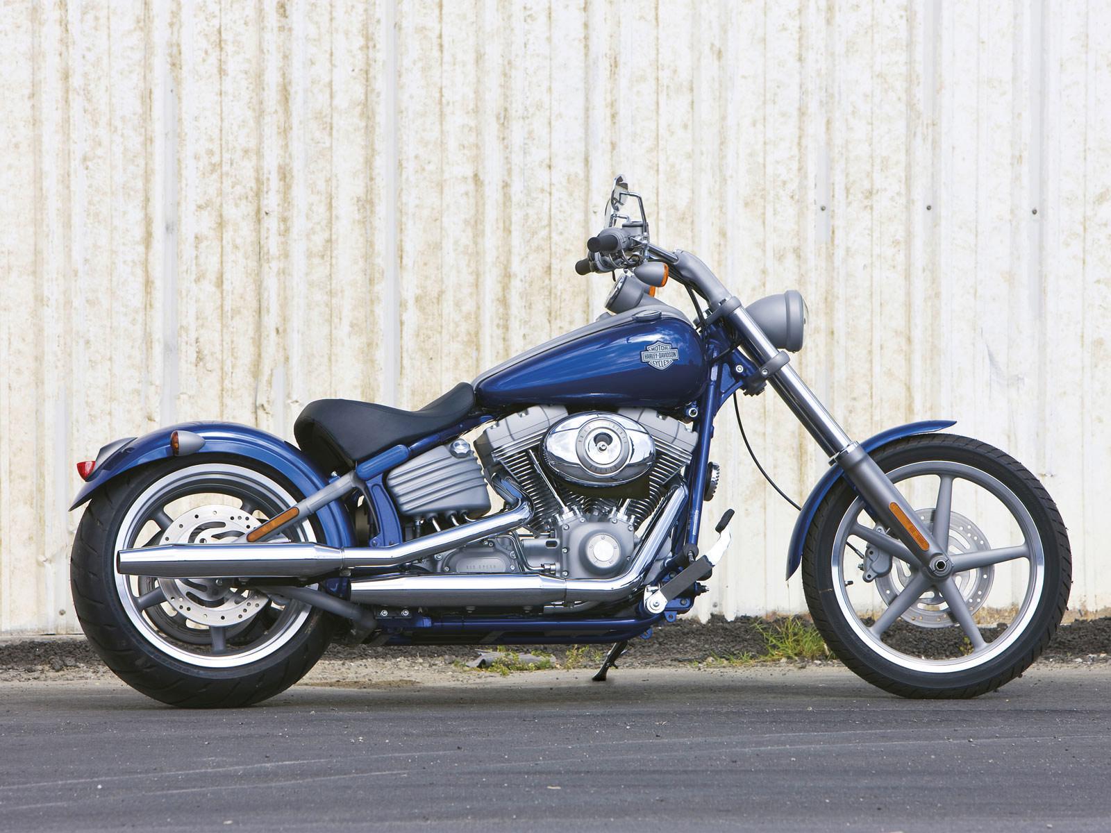 Harley Davidson Softail: Harley-Davidson Pictures. 2009 FXCW Softail Rocker
