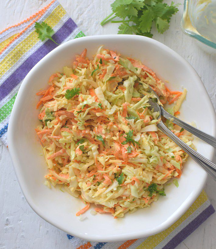 Ensalada rallada usando tallos de brócoli (brocoli slaw)