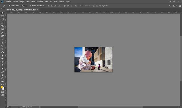 Captura de una imagen de 200x300px al 100% en un monitor de 1440x900px