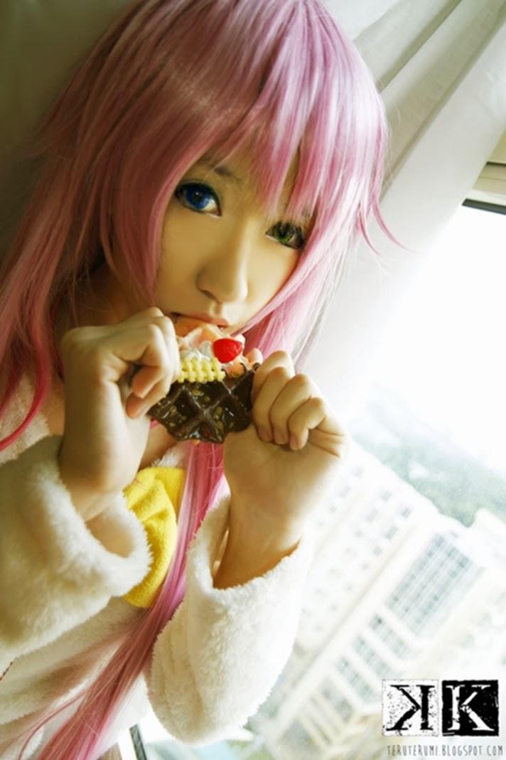 Cute Gamer Girl