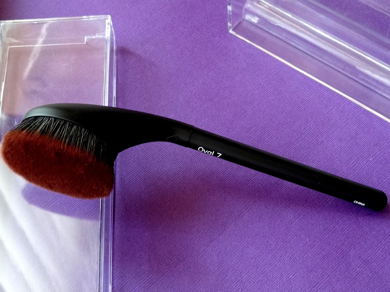 Makeup beauty and more brushcraft by artis oval 7 brush for Brush craft vs artis