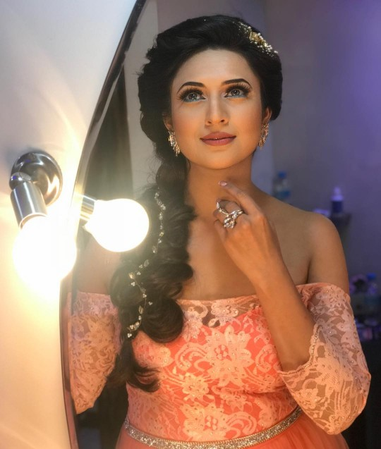 Divyanka Tripathi hits back at the haters subtly take a gander at