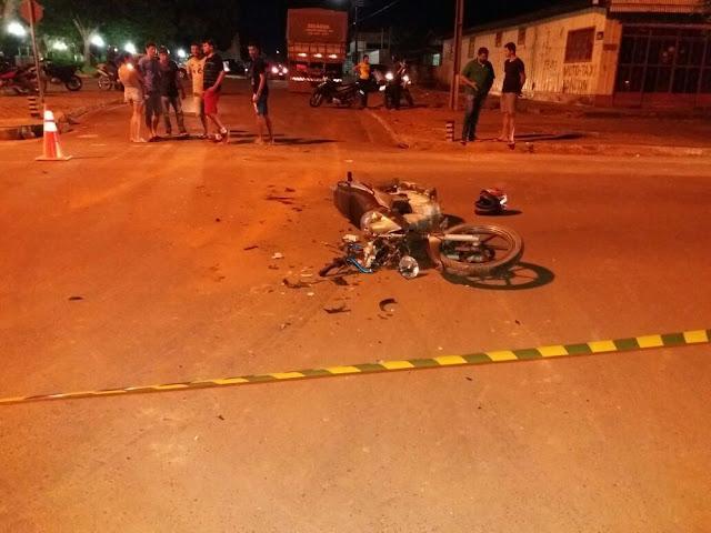 Motociclista sofre múltiplas fraturas após bater em caminhão em Cerejeiras