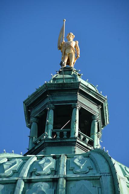 Parliament Victoria Island golden statue