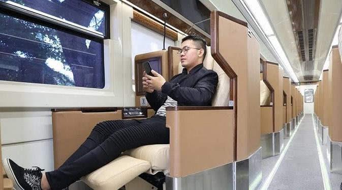 Berwisata diatas Kereta Sleeper PT KAI