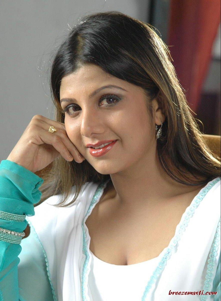 actress rambha age