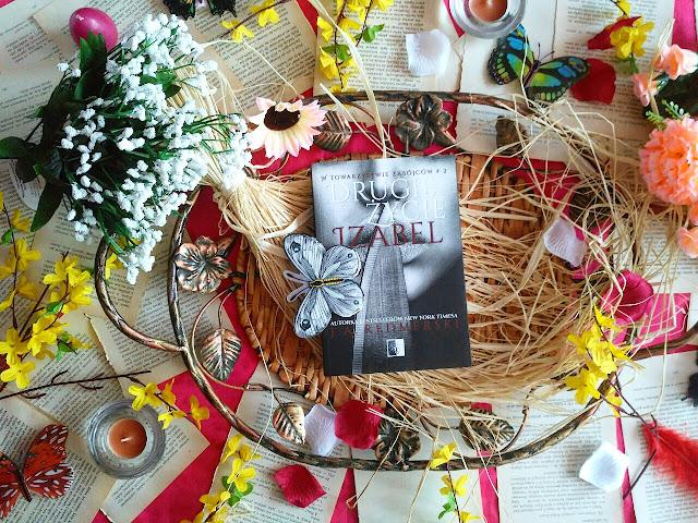 """Zabójcy, miłość i walka o sprawiedliwość, czyli recenzja powieści J.A. Redmerski pt.""""Drugie życie Izabel"""""""