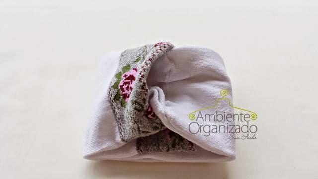 Como dobrar e envelopar meias