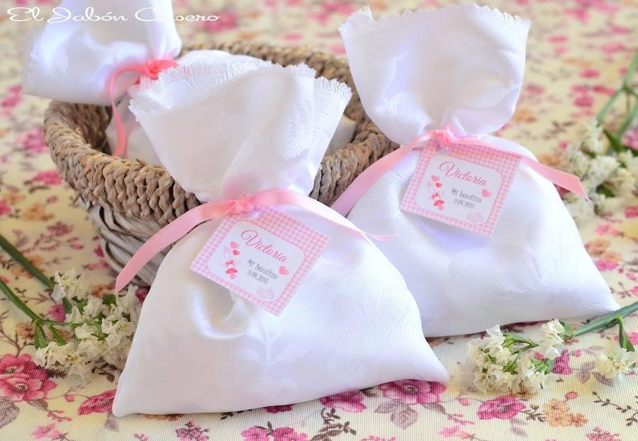 detalles bautizos saquitos aromaticos en blanco y rosa