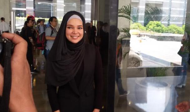 Dewi Sandra: Kalau Saya Menentang Poligami Berarti Saya Menentang Allah