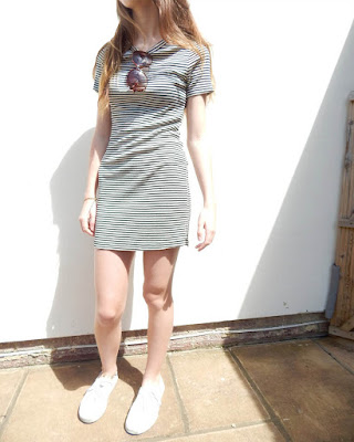 Short dress with horizontal stripes for teenager