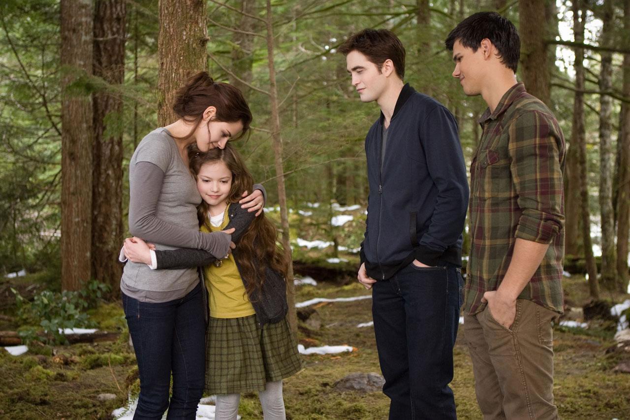 51e1a266bd Sua atuação na saga se resume apenas em algumas cenas de discussões com  Edward e Bella