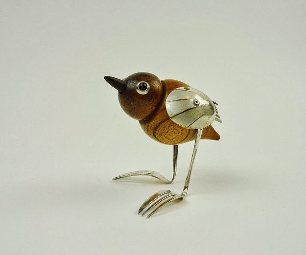02-Bird-Sculptor-Recycled-Animal-Sculptures-Dean-Patman-Graphic-Design-www-designstack-co