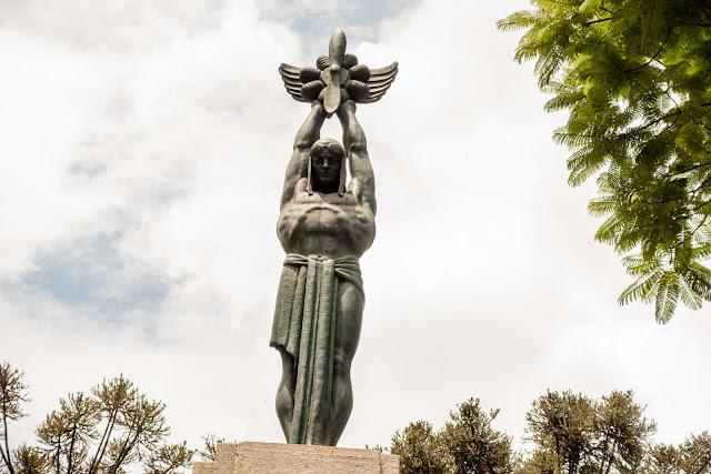 """""""O Aviador"""" - um monumento em homenagem a Santos Dumont"""