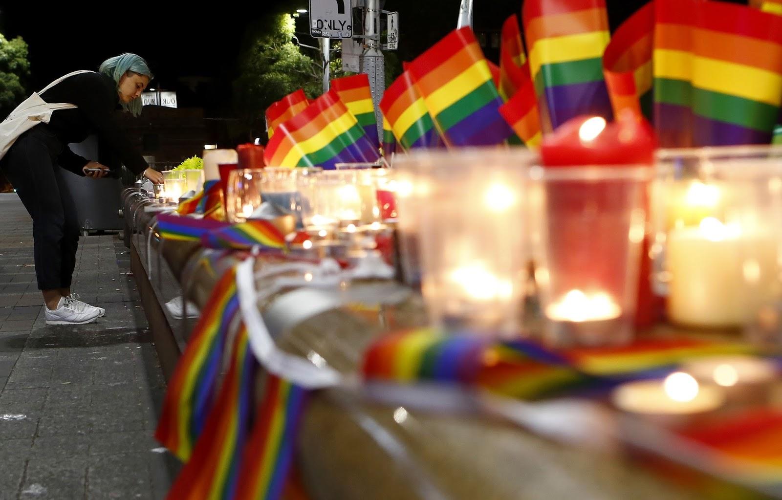 Familiares de 3 vítimas da boate Pulse processam Google, Facebook e Twitter