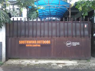 Gerbang depan Southwind outdoor store