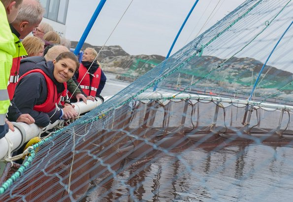 Crown Princess Victoria wore Dagmar Tuva cord blazer. Crown Princess visited a salmon farm in Haverøy. Keystone Dialogues