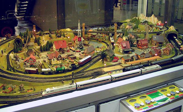 Trix-Express-Bahnhofsanlage