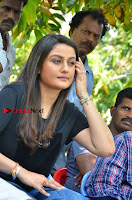 Tamil Actress Sonia Agarwal Pos in Denim Jeans at Unnaal Ennaal Movie Shooting Spot  0014.jpg