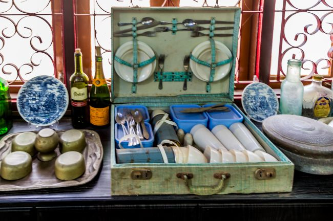 An English Picnic set from old days