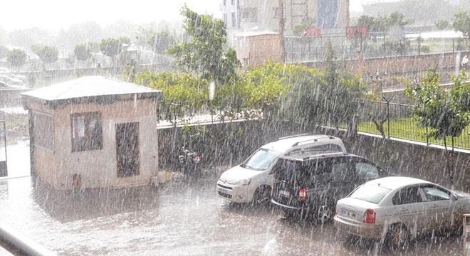 Diyarbakır'da güneşli havada yağış hayran bıraktı