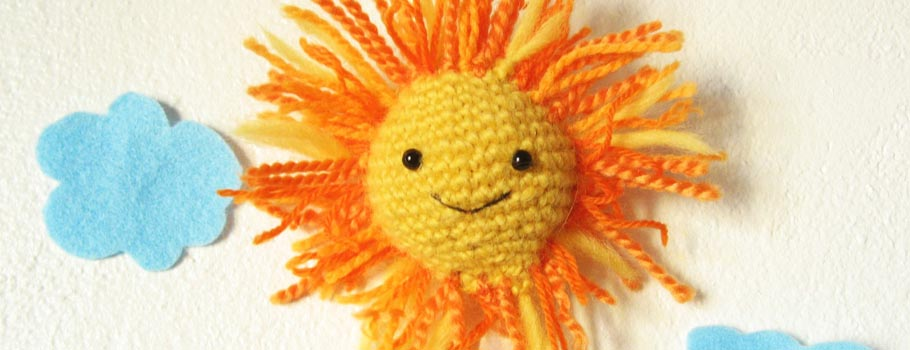 Amigurumi Sun patten. This free pattern makes a great plush toy and good amigurumi for beginners.