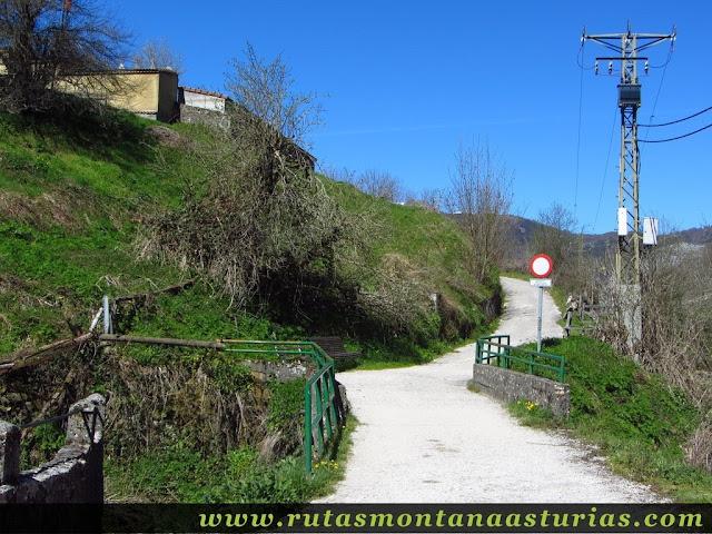 Camino al cementerio de Tarna