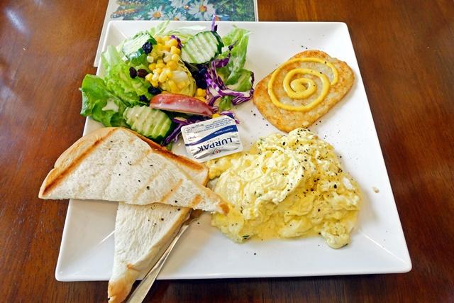 歐式早餐滑蛋薯餅厚片沙拉