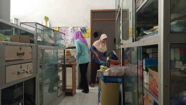 karyawan-toko-ibu