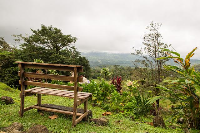Vistas desde el jardín del Heliconias Lodge en Bijagua