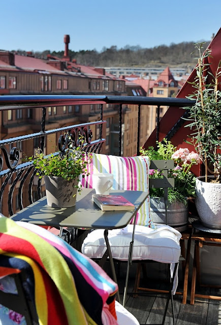 More Ideas For Decorating Balconies 12