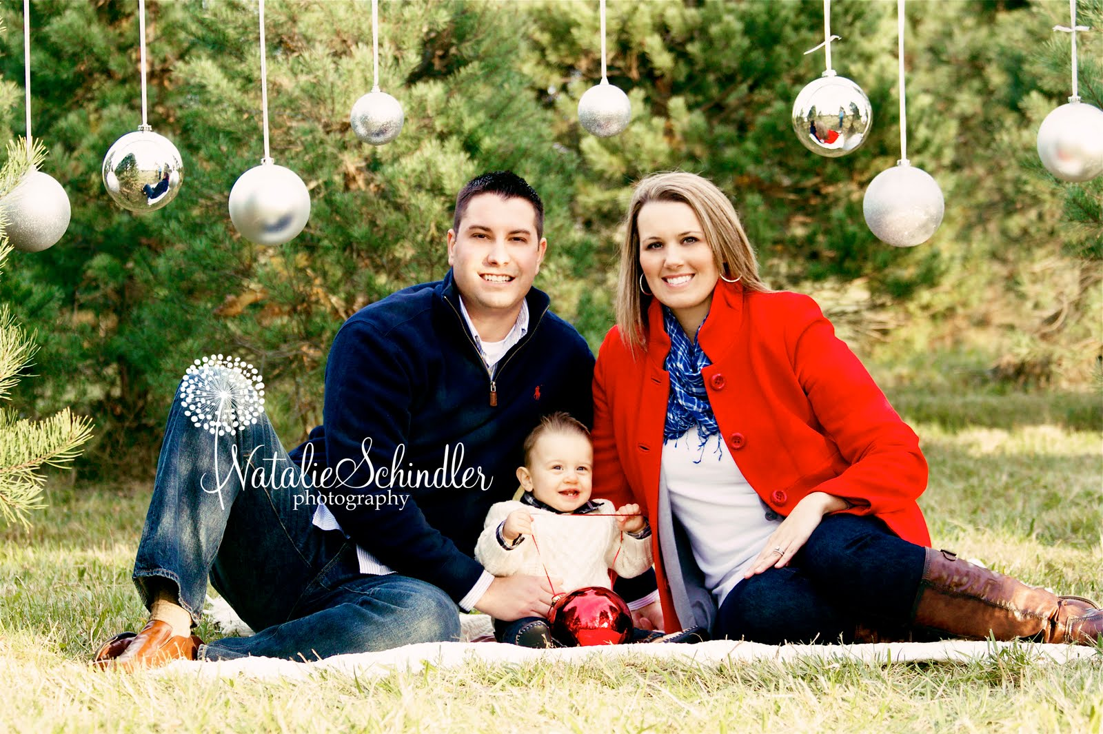 Family Christmas Pictures Ideas Outside