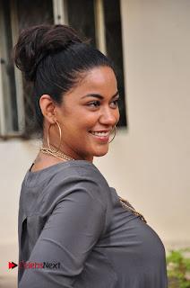 Actress Mumaith Khan Pictures at Thikka First Look Launch  0053.JPG