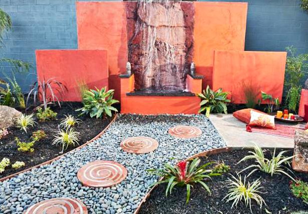 10 Desain Taman Belakang Dengan Kolam Air Terjun Mini Yang Mengagumkan - 005