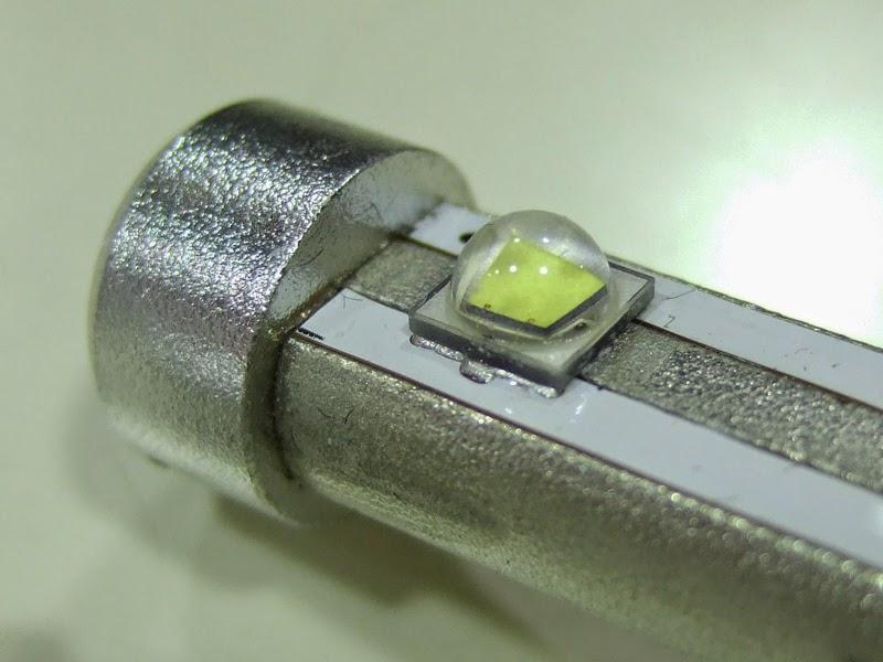 sphere-light-LED H7タイプの発光部分 。CREE社製のLEDチップホント凄いです