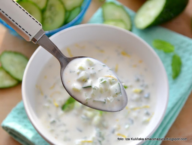 chłodnik z ogórka , chołodziec , chłodniczek , zupa na lato , zimna zupa , kuchnia polska , letnie menu , ogórki , mięta , szybka kuchnia , bez gotowania
