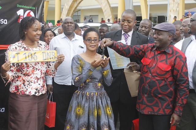 Vodacom Tanzania yakabidhi gari la kwanza jijini Mwanza