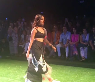 Shraddha Kapoor Looks Enchanting As She Walks The Ramp At The Lakme Fashion Week 2016