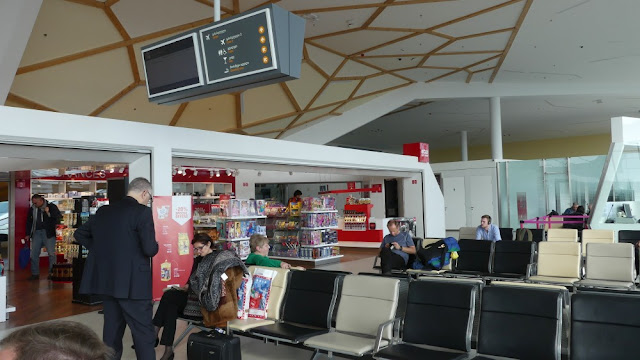Flughafen Kutaissi, Duty Free und Wartebereich