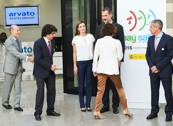Queen letizia Hugo Boss blouse and trousers. She wore Magrit Shoes and carried Lidia-Faro python clutch. at Ferede