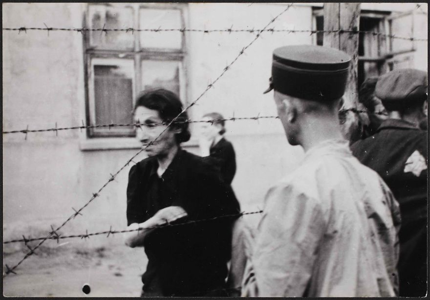These 32 Pictures Had Been Buried For Years. The Reason Is Heart-Breaking - 1942: Police With Woman Behind Barbed Wire At The Ghetto