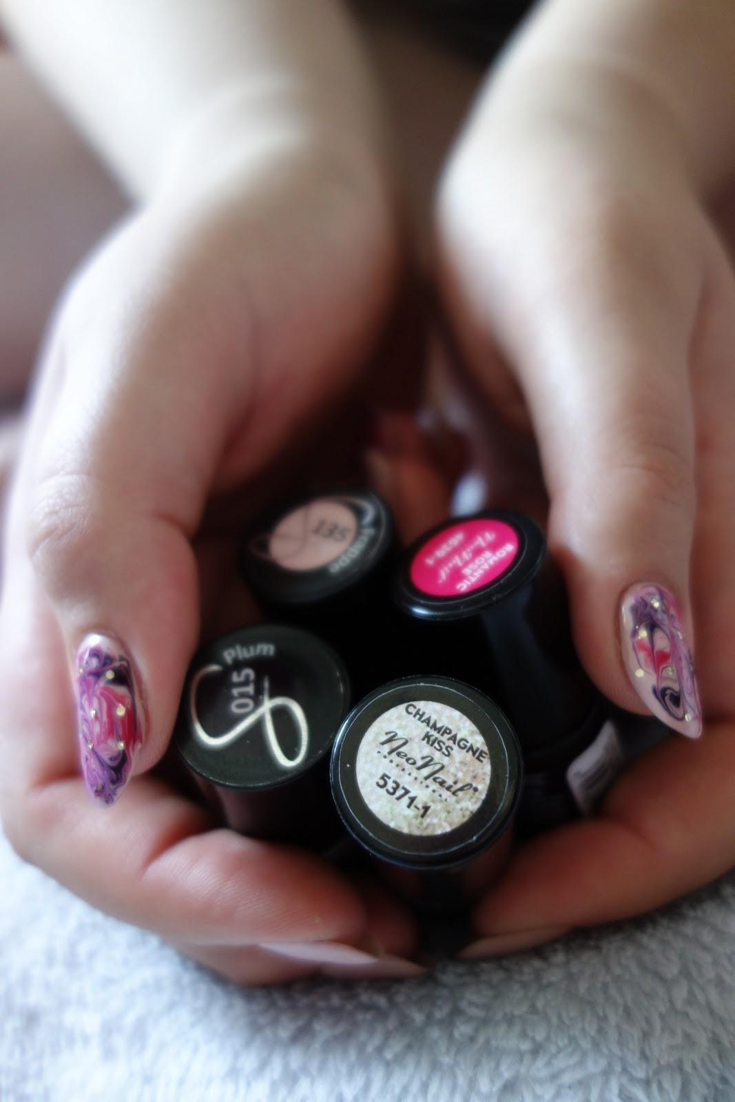 Manicure hybrydowy Neonail & Semilac - zakręcone zdobienie