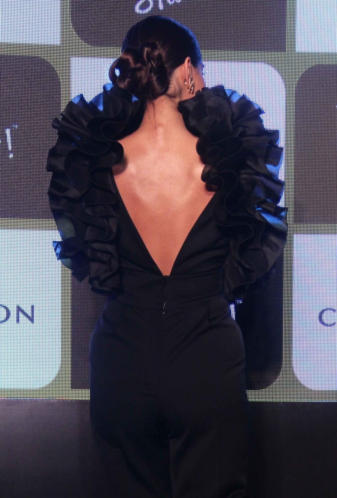 Sonam Kapoor Sexiest Boobs Show At Chandons The Party -7400