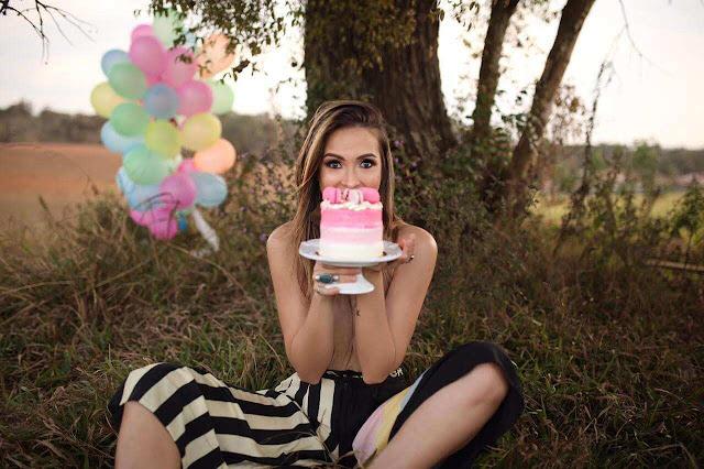 La modelo sorda Ariana Martins celebrando su 33 cumpleaños